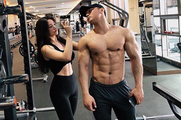 的男友也是一位肌肉男.禹娥英的男友是退役的职业健美选手,偶然的...