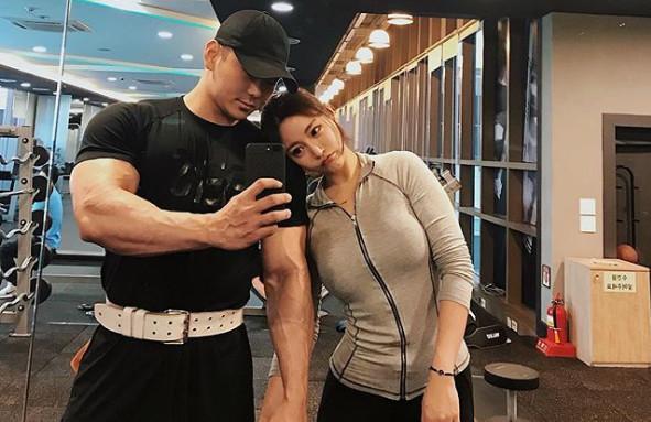 美女喜欢肌肉男,这在禹娥英身上得到了印证.所以很多外貌有缺陷的...