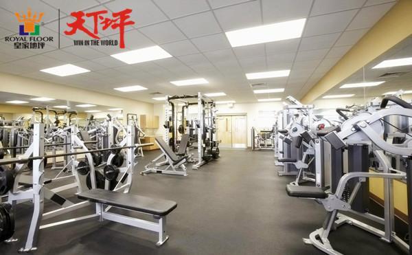 舒适的健身房地面还铺设了氟硅弹性地坪