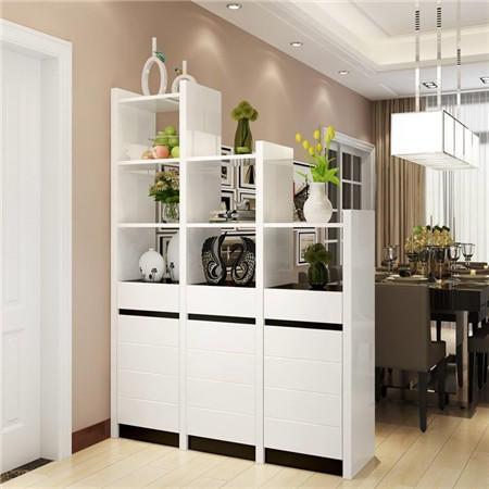 有的戶型玄關與門平行,進門就是大客廳,這時候既可以當鞋柜又能當隔斷